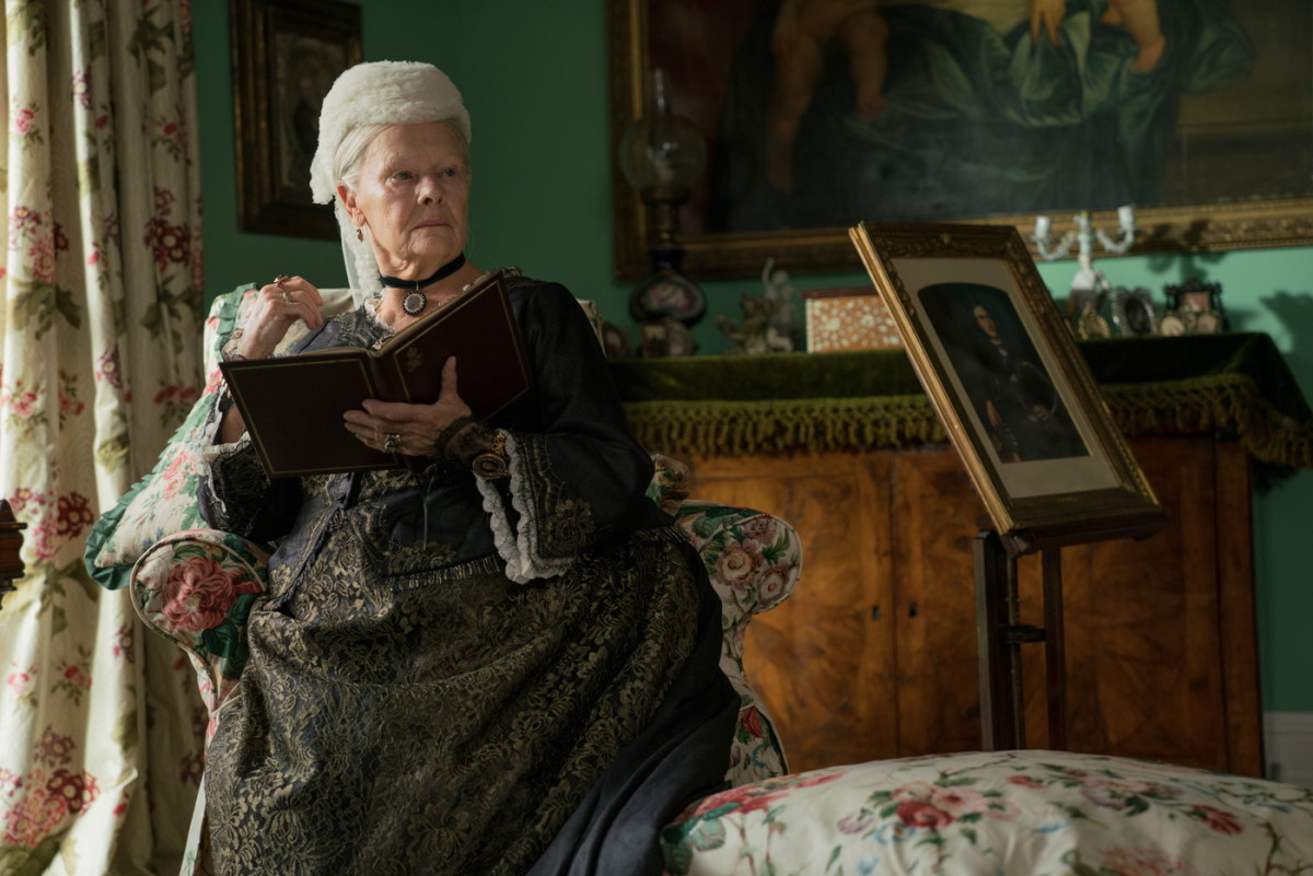 victoria-and-abdul-judi-dench-sitting-room